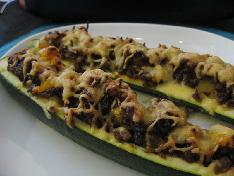 fylld zucchini lchf
